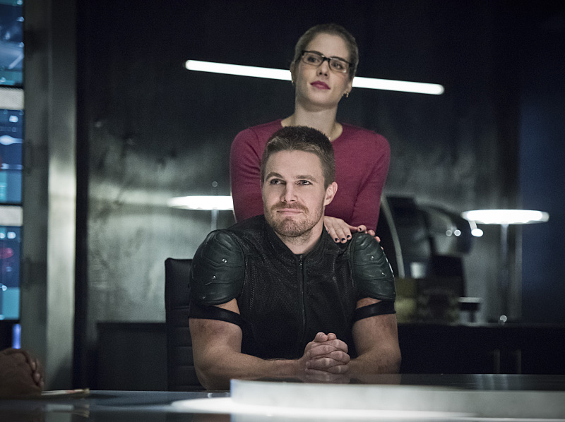 "Arrow -- ""Brotherhood"" -- Image AR407A_0036b.jpg -- Pictured (L-R): Stephen Amell as Oliver Queen and Emily Bett Rickards as Felicity Smoak -- Photo: Dean Buscher/The CW -- © 2015 The CW Network, LLC. All Rights Reserved."