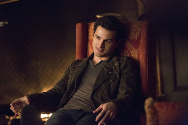 ustv-the-vampire-diaries-the-devil-inside-still-2
